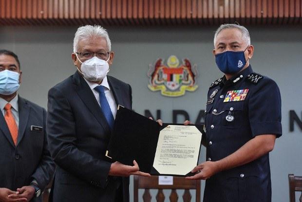 Menteri Dalam Negeri Malaysia Campur Tangan Dalam Urusan  Polis, Kata Ketua Polis Negara