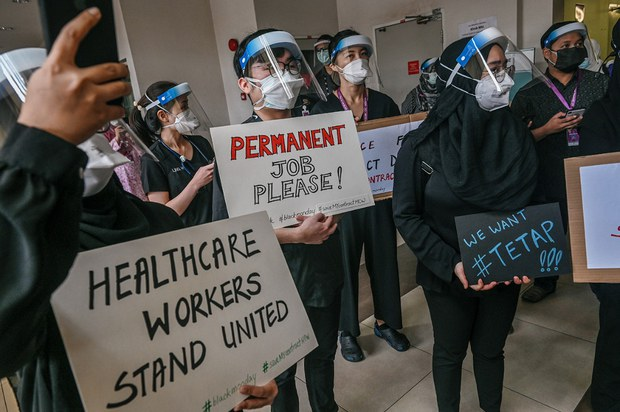 Doktor Kontrak Protes Tuntut Jawatan Tetap dan Faedah Pekerjaan