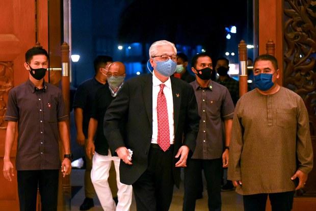 UMNO Yang Dicemari Skandal Kembali Berkuasa Di Malaysia