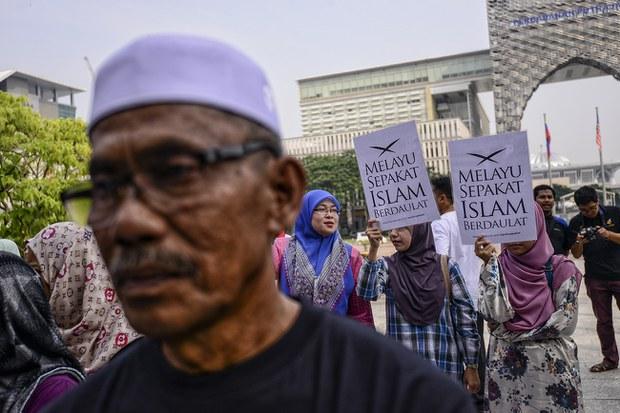 Warga Net Malaysia Pertikai Poster JAKIM Berkaitan Larangan Hina Sultan