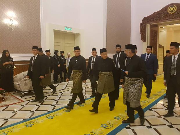 180510-MY-Mahathir-620-inside.jpg