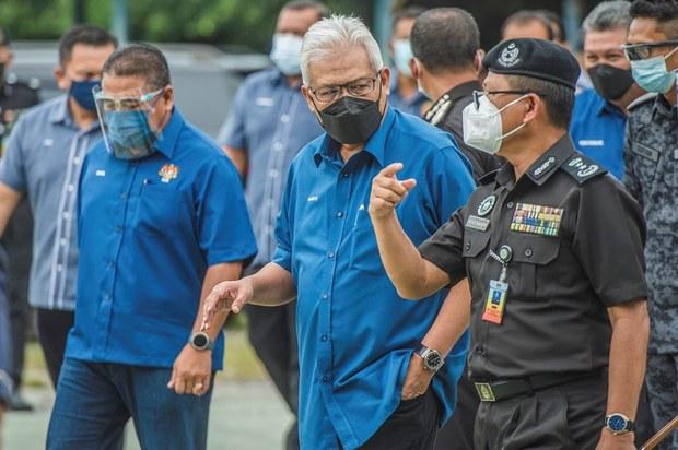 Menteri Dalam Negeri Pertahan Polisi, Tangkapan Pendatang Asing Tanpa Dokumen Mudahkan Vaksinasi