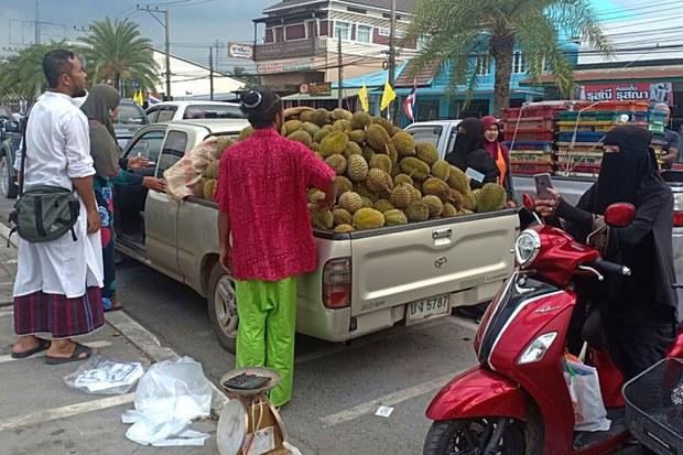 190708-TH-durian-retailer-800.jpg