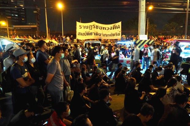 201125-TH-protest-monarchy-1000.jpg