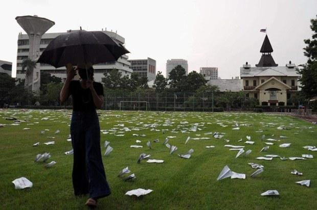 th-oct6-massacre-umbrella-1000-5.jpg